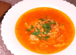 domatesli şehriyeli tavuk suyu çorbası