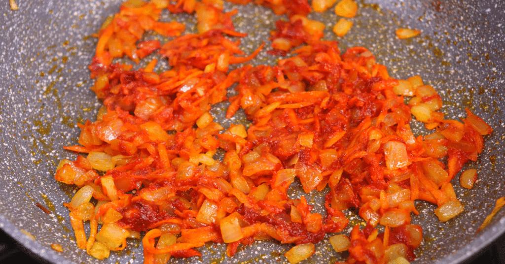 soğan havuç salça kavurma