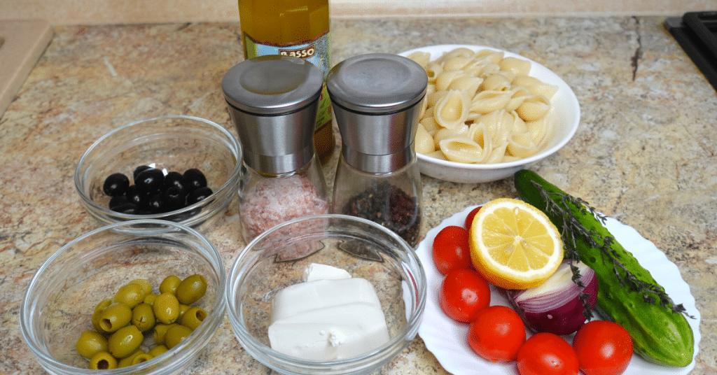 akdeniz makarna salatası malzemeleri